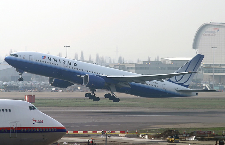 United Airlines Swap 10 Boeing Dreamliners For 777 300er Jets